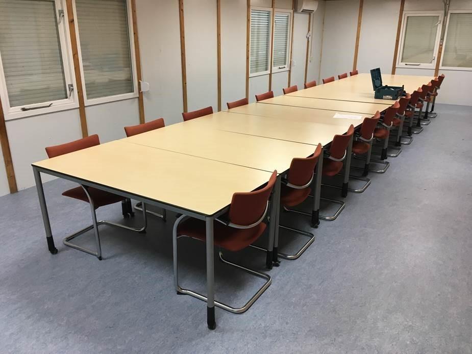 Op deze foto: de vergaderruimte in het projectbureau
